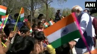 क्या हुआ जब प्रधानमंत्री नरेंद्र मोदी ने  गुजरात के गांधीनगर में बच्चों के साथ की बात