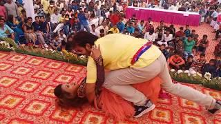 होली के दिन देखे #Arvind_Akela_Kallu का न्यू होली सांग पर जबरदस्त Live Recording Dance in Azamgarh