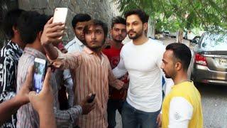 Kunal Khemu Spotted At Hakim Aalims Saloon Bandra