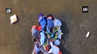 केरल: IAF ने एर्नाकुलम और त्रिशूर के बाढ़ पीड़ित इलाकों में बांटे राहत पैकेट