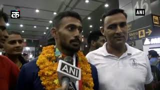 एशियाड खेलों में पदक जीतने वाले खिलाड़ियोंं का दिल्ली एयरपोर्ट पर गर्मजोशी से स्वागत