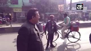 दिव्यांग ने कहा- अखिलेश को दूंगा वोट तो BJP नेता ने डाला मुंह में डंडा