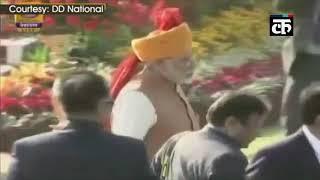 गणतंत्र दिवस_ पीएम मोदी ने राजपथ पर मनमोहन सिंह को बधाई दी