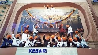 KESARI REVIEW | Akshay Kumar Fans Celebrate First Day First Show Of Kesari