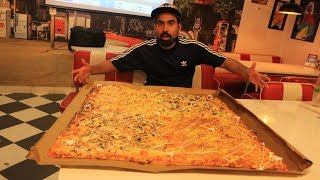 India's Largest Pizza - Eating Competition