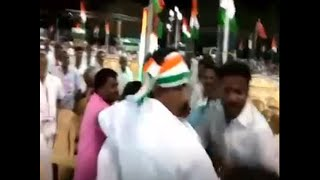 Tamil Nadu- Photojournalists attacked by Congress workers for filming empty chairs at rally