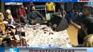 Navsari: Money showered in the Dayro of Geeta Rabari | Mantavya News