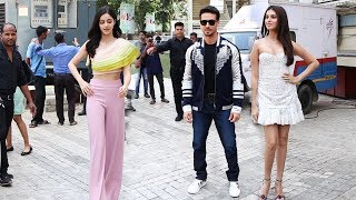 Student Of The Year 2 Star Cast Entry At Trailer Launch | Tiger Shroff, Ananya Pandey, Tara Sutaria
