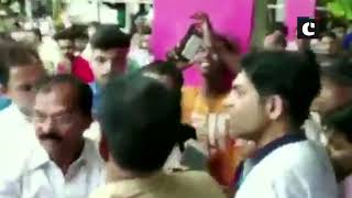 Mumbai: Clashes broke out between Congress & BJP workers during Urmila Matondkar's poll campaign