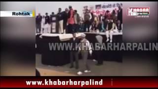रोहतक रैली में केजरीवाल को मारा जूता - लाईव विडीओ