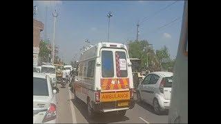 भाजपा उम्मीदवार सुनीता दुग्गल के रोड शो में फंसी एम्बुलेंस, टक्कर लगने से गर्भवती घायल
