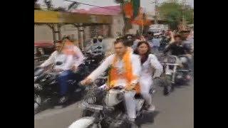 सांसद प्रवेश वर्मा और उनके कार्यकर्ताओं ने उड़ाई ट्रैफिक नियमों की धज्जियाँ