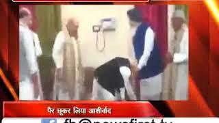 पीएम मोदी ने प्रकाश सिंह बादल के पैर छूकर लिया आशीर्वाद