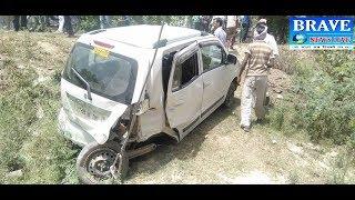 #Hardoi खायी में गिरी बैगनआर गाड़ी, बाल बाल बचे   #BRAVE_NEWS_LIVE TV