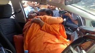 साध्वी प्रज्ञा ठाकुर के आंसू का हिसाब होगा, Sadhvi Pragya Breaks Down After Meeting Uma Bharti