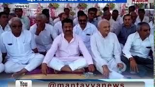 Jamnagar:Ahir Samaj people sit on protest over the suspension of Bhagwan Barad