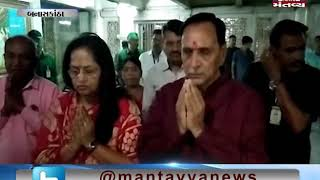 Banaskantha: CM Vijay Rupani and his family offers prayers at Ambaji Temple - Mantavya News