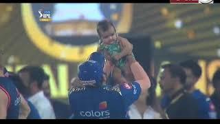 देखें MUMBAI INDIANS के कप्तान ने IPL जीत की किसके साथ बांटी खुशी