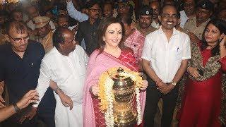 Video) Nita Ambani Visits Siddhivinayak Temple With IPL Trophy