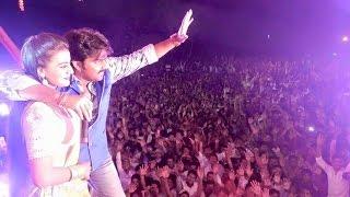 पवन सिंह ने गवाया स्टेज पर अक्षरा सिंह से गाना | Pawan Singh Ke Gana Bajake | Live Show In Mumbai