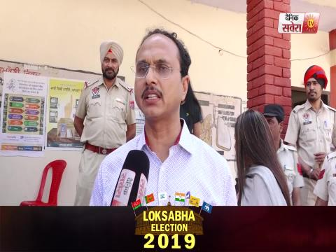 Exclusive Interview : Jalandhar के DC Varinder Kumar Sharma ने Family समेत डाला Vote