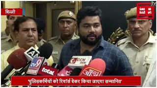'द बर्निंग कार' में फंसे 2 कारोबारियों की Delhi Police ने बचाई जान