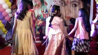देखिये Khesari Lal Yadav के -  बेटी के सामने फेल हुई - Sapana Chaudhari - Live Dance Video