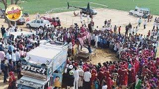 शेखावाटी के एक छोटे से गांव मे दुल्हे की बारात के लिये मंगवाया हेलीकॉप्टर हजारो लोग देखने उमड़ पड़े