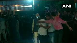 PM NARENDRA MODI पर BJP के HEADQUARTER में कार्यकर्ताओं ने गुलाब के फूलों की बरसात की