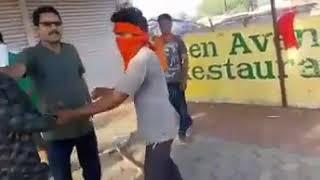 कहाँ गया हमारे देश का कानून, मध्य प्रदेश में गोरक्षा के नाम पर गुंडागर्दी #IndiaNews #ViralVideo