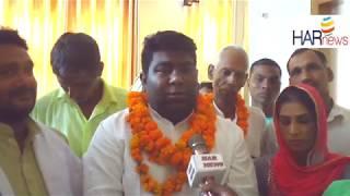 सफाई कर्मचारियों ने अपने नेता विकास बाल्मीकि के साथ बी जे पी की जीत की खुशी मनाई
