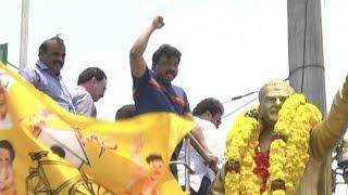 ఎట్టకేలకు పంతం నెగ్గించుకున్న- ఆర్జీవీ | RGV at Sr NTR Birth Anniversary | Top Telugu TV