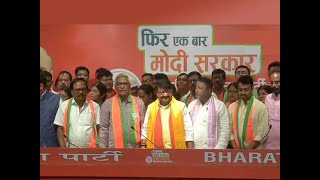 3 TMC MLAs, 52 councillors join BJP in Delhi