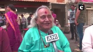 Varanasi: Hindustani classical singer Pandit Chhannulal Mishra sings a 'Badhaiya' for PM Modi