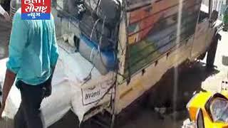 થરાદ શહેરની મુખ્ય બજારમાં પીકઅપ વાન ગટરમાં ફસાય