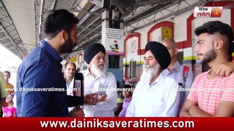 देखिए Station पर Labour की मिन्नतें करते Punjab के Farmers
