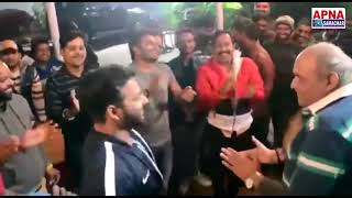 भोजपुरी फिल्म क्रेक फाइटर के शेट पे क्रेक फाइटर की टीम नए साल की मस्ती करते हुए