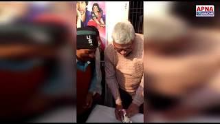 आनंद मंदिर सिनेमा प्रबंधन के समस्त सदस्य और दर्शको ने दिनेश लाल यादव निरहुआ का जन्मदिन मनाया