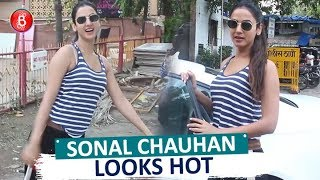 Sonal Chauhan Looks SMASHING As She Walks Out After Yoga