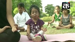 अंतरराष्ट्रीय योग दिवस से पहले दुनिया की सबसे छोटी महिला ज्योति आमगे ने नागपुर में किया योग