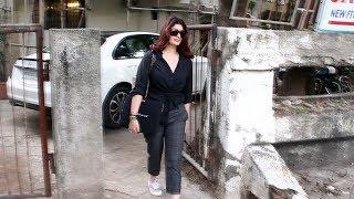 Twinkle Khanna Spotted At Kromakay Salon Juhu