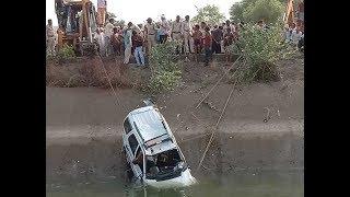 Dial 100 Fall Down in Canal at khandwa  | खंडवा के पास नहर में गिरी डायल 100, दो शव बरामद