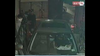 DELHI : बंदूक की नोक पर बदमाशों ने परिवार को लूटा, देखें पूरा VIDEO