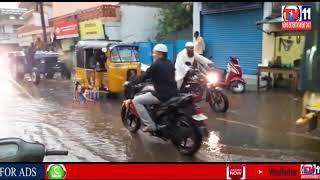 HEAVY RAIN HYDERABAD CITY & SOURNDNING  AREAS RAIN WATER STRUCK IN ROADS