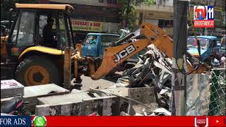 FOOTPATH ON POACHING GHMC REMOVING PHLEKSILU , BOARDS  IN AMEERPET SANJEEVREDDY NAGAR