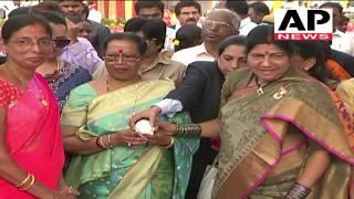 Indian President Ram Nath Kovind Wife Savita Kovind Visit Roje Show | Vijayawada Rose Show