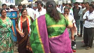 Congress Lady Leaders Kabaddi | Special Status for Andhra Pradesh Protests