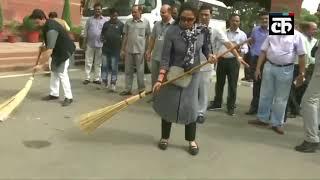 हेमा मालिनी और अनुराग ठाकुर ने स्वच्छ भारत अभियान में लिया हिस्सा