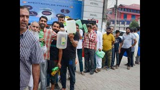 J-K: Panicked people throng to petrol pumps after govt issues security advisory