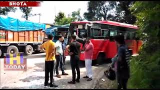 3 AUG N 1  Private bus and tempo accident at Aghar on Mandi highway near Bhota in Hamirpur